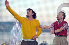 Żółty sweter Łowców.B kocha cała Polska