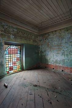 Beautifully Eerie Abandoned Hospitals -South Carolina State Hospital photo by  Matt Lambros