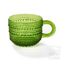 Nuutajärvi Kastehelmi Olive Green Cup, designed by Oiva Toikka. Nordic Vintage from Finland. #ヌータヤルヴィ #北欧ヴィンテージ #北欧ヴィンテージ食器 #北欧食器#nordicdishes #nordicvintage #vintagedishes #レトロ食器 #ヴィンテージ食器 #Finnishdesign #oivatoikka #toikka #イッタラ #Iittala #nuutajärvi #オイヴァトイッカ #glass #retrodishes #kastehelmi #カステヘルミ