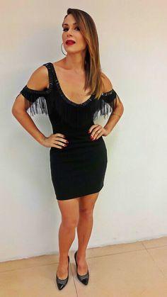 Se você não diva, não tente desdivar os divosos. Haddad, Nadja De @murauoficial para o Levanta-te, Programa Silvio Santos. #nadjahaddad #programasilviosantos #sbt #fashion #black #dress