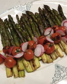 Starters, side dishes and mains gathered on the same page. Find out various family meal recipes easy to make and plenty of original vegetable recipe ideas. Vegetable Recipes, Starters, Family Meals, Asparagus, Side Dishes, Roast, Easy Meals, Vegetables, Ethnic Recipes