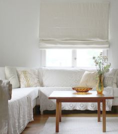 Scandinavian home decor with cute white sofas with simple wooden table feat laminate flooring and simply folding curtain ideas for scandinavian home decor Blinds Inspiration, Decor Inspiration, Scandinavian Bedroom Decor, Scandinavian Home, Diy 2019, White Curtains, Bedroom Curtains, White Blinds, Window Curtains