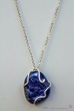 Sodalite pendant, inspired by the sea. Stearling silver and mineral. Aprox. 3 x 5 cm.  A unique jewel. Handmade with love. Take it here: https://www.etsy.com/es/listing/175411842/colgante-sodalita-inspiracion-marina?ref=pr_shop ········  Colgante de Sodalita engarzada en plata de ley. Pieza única de inspiración marina. Hilo de plata de 1.5 mm Medidas aproximadas 3 x 5 cm Técnica: Soldadura. Engarzado. Pulido.