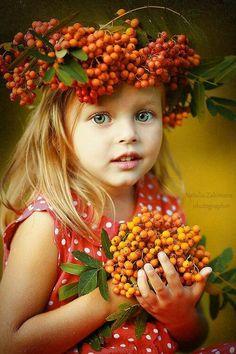 Cute girl with berry halo. Precious Children, Beautiful Children, Beautiful Babies, Little Girl Photography, Children Photography, Little Girl Photos, Little Girls, Cute Kids, Cute Babies