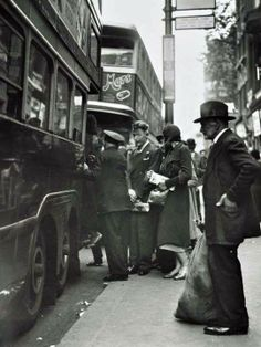 1930s. Whitechapel High St.