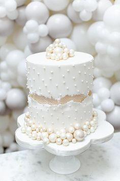 Fancy Wedding Cakes, Wedding Cake Pearls, Wedding Cake Flavors, Beautiful Wedding Cakes, Wedding Cupcakes, Beautiful Cakes, Bling Wedding, Wedding Beauty, Purple Wedding