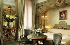 Jan's Page of Awesomeness!   Beautiful bedroom with cornice surrounding bed!!
