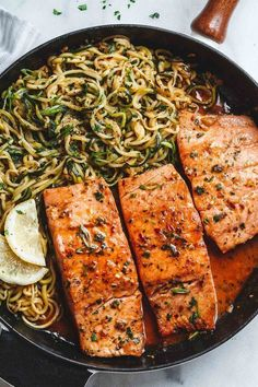 Garlic Butter Salmon with Zucchini Noodles - Light, low carbs and ready in 20 minutes. Dinner perfection for any weeknight!Lemon Garlic Butter Salmon with Zucchini Noodles - Light, low carbs and ready in 20 minutes. Dinner perfection for any weeknight! Clean Eating Snacks, Healthy Eating, Healthy Foods, Healthy Steak, Healthy Chicken, Grilled Chicken, Butter Salmon, Butter Shrimp, Butter Chicken
