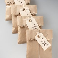 38 Best ideas for diy paper bag packaging sweets Paper Bag Wrapping, Diy Gift Bags Paper, Small Paper Bags, Small Gift Bags, Paper Gifts, Small Gifts, Wrapping Papers, Wrapping Gifts, Wrapping Ideas