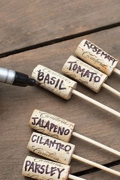 Gardening Herbs Simple Wine Cork Garden Markers - Creating DIY garden crafts is one of the easiest ways to decorate your outdoor space on a budget. Enjoy the best ideas and designs! Garden Crafts, Diy Crafts, Garden Ideas Diy, Creative Garden Ideas, Diy Garden Decor, Simple Backyard Ideas, Garden Lighting Ideas, Garden Diy On A Budget, Diy Garden Bed