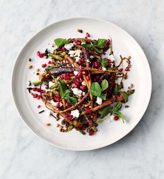 This beetroot salad Vegetables Recipes Jamie Oliver recipes is a best for our dessert made with wholesome ingredients! Raw Beetroot Salad, Carrot Salad, Summer Salad Recipes, Summer Salads, Vegetable Salad, Vegetable Recipes, Jamie Oliver 5 Ingredients, Grain Salad, Grenade