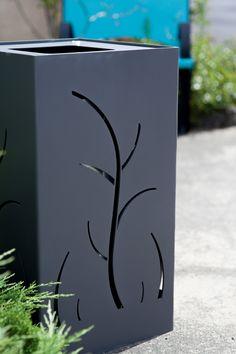 Guyon, corbeille en métal Florea avec découpe laser personnalisable, mobilier urbain fabriqué en France.
