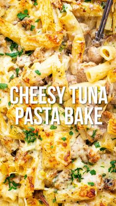 This Easy Cheesy Tuna Pasta Bake uses mostly store cupboard ingredients. Quick, easy and a true family favourite! See variation for a Slimming Friendly version too. Cheesy Pasta Recipes, Vegetarian Pasta Recipes, Pasta Dinner Recipes, Pasta Dinners, Chicken Pasta Recipes, Cooking Recipes, Chicken Nachos, Recipe Chicken, Pasta Bake Recipes