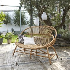 Panchina in steli di rattan Leontie Tikamoon Rattan Outdoor Chairs, Rattan Armchair, Outdoor Seating, Bamboo Furniture, Garden Furniture, Furniture Design, Outdoor Furniture, Pergola Curtains, Diy Pergola