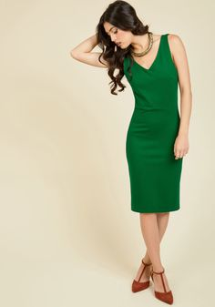 <p>Creating a solid look is like building a business, and this black sheath dress is the foundation in which to succeed as both an ensemble artist and upcoming executive. The figure-flattering seams of this ModCloth exclusive give the beginnings of your profesh wardrobe structure and confidence!</p>