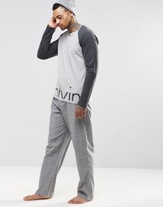 Calvin Klein Woven Lounge Pants in Regular Fit at ASOS. Pijamas Calvin Klein, Lounge Pants, Lounge Wear, Surfer Guys, Mens Sleepwear, Future Boyfriend, Pyjamas, Nightwear, Fashion Online