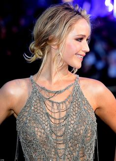 Jennifer Lawrence oozes elegance in intricate sheer cobweb gown - Jennifer Lawrence - IMDb Jennifer Lawrence Hot, Sheer Gown, Katniss Everdeen, Hollywood Actresses, Hollywood Girls, Beautiful Actresses, Bollywood, Celebrity Style, Thing 1