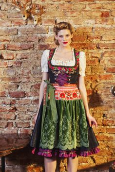 Squee! Lola Paltinger | Piqueedirndl Lilly schwarz  Love the green velvet apron.  Love the pops of purple and red.