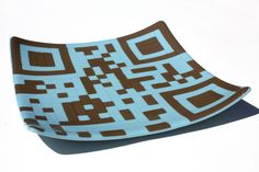 Fused glass serving plate that's ALSO a QR code! Cool! You need a kiln, tho. Step by step instructions here: http://imgur.com/a/bpZCW