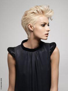 01C2000001929062-photo-b-rock-n-roll-b-la-coupe-en-disjonction-court-dessous-et-long-dessus-la-coiffure-appliquez-de-la-mousse-de-coiffage-a...