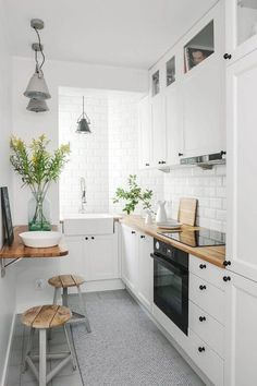 40 Fabulous Small Apartment Kitchen Ideas To Maximize The Room - When doing a small kitchen design for an apartment, either a corridor kitchen design or a line layout design will be best to optimize the workflow. Small Apartment Kitchen, Small Space Kitchen, Narrow Kitchen, Kitchen On A Budget, Diy Kitchen, Kitchen Decor, Kitchen Cabinets, Small Kitchens, Kitchen Countertops