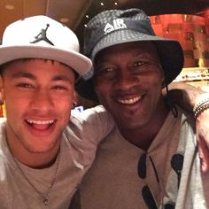 Neymar posted this selfie with Michael Jordan alongside the caption, 'THE GREATEST ! Sonho realizado, que honra conhecer esse cara . translated as 'Dream come true, what an honour to meet this guy' Michael Jordan, Jordan 5, Jordan 9 Retro, Kids Soccer, Football And Basketball, Soccer Fans, Soccer Players, Charlotte Hornets, Nba