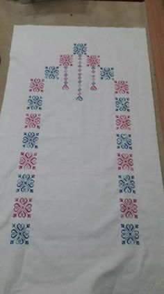 This Pin was discovered by Nez Stitch Crochet, Kare Kare, Prayer Rug, Borders And Frames, Bargello, Beading Patterns, Table Runners, Diy And Crafts, Cross Stitch