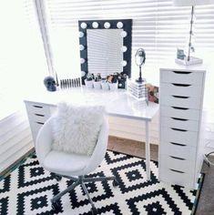 Muebles organizadores de maquillaje http://comoorganizarlacasa.com/muebles-organizadores-maquillaje/ #Ideas #para #organizar #maquillaje #Makeup #Makeup #storage #Mueblesorganizadoresdemaquillaje #Organizadoresdemaquillaje #Tipsparaorganizarmaquillaje - #decoracion #homedecor #muebles
