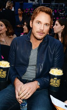 Chris Pratt attends the 2016 MTV Movie Awards at Warner Bros. Studios on April 2016 in Burbank, California. Burbank California, Mtv Movie Awards, Chris Pratt, Famous Men, Tom Hardy, Robert Pattinson, Man Alive, Warner Bros, Johnny Depp