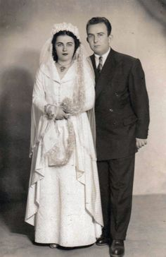 Chic Vintage Brides, Bridal Looks, Wedding Portraits, Wedding Pictures, Marie, Fur Coat, The Past, Retro, Bright