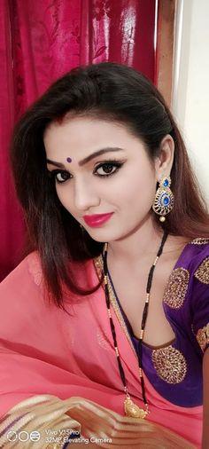 Beautiful Housewife, Most Beautiful Bollywood Actress, Punjabi Actress, Bhojpuri Actress, Dating Girls, Traditional Sarees, India Beauty, Girl Face, Beauty Women