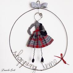 It's shopping day for a fashion girl wireart creation Daniela Corti Fili di poesia