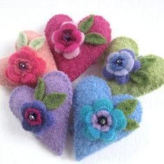 This is a set of five small hearts that I made from upcycled sweaters or wool fabric. They have flowers made from cashmere or wool sweaters and
