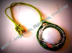 collana verde cabochon bianco