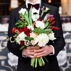 Another shot of the bridal bouquet for the love & lace shoot with @luxeventrental ! Groom's tux is by  @l_hexagone and photo is shot by @amy.sturgeon | #orangerieottawa #ottawawedding #ottawaflorist