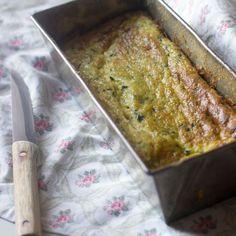 Cómo preparar pastel de calabacín y queso de cabra con Thermomix Los pasteles salados son una forma perfecta para incorporar verduras. Tanto si lo comemos frío como caliente lo podemos preparar con an
