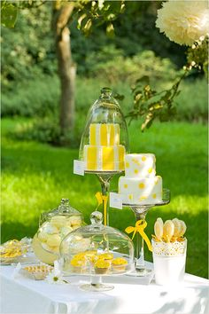 yellow Sweet Table / decorate with lemons Sweet Table Wedding, Yellow Wedding, Sweet Tables, Candy Table, Candy Buffet, Gatsby Themed Party, Naked Cakes, Yellow Birthday, Yellow Theme