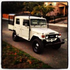 1983 Toyota Land Cruiser HJ47, 4dr crew cab.  1 of only 3 in the world built like this by the Toyota factory.
