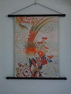 色彩綺麗な鳳凰図案、長い尾が空に舞い込みような気がします。四季のお花、波  雲 目に惹かれます。 私は琳和です。着物や帯で和のティストの掛け軸やバッグを製作...|ハンドメイド、手作り、手仕事品の通販・販売・購入ならCreema。