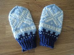 Cute baby mittens with Marius pattern, suitable for babies around 1 year old! :)