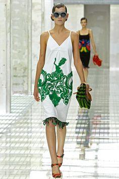 Prada Spring 2011 Ready-to-Wear Collection Photos - Vogue