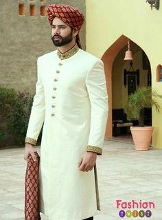 Latest Sherwani Designs For Men Wedding - Stylish Tips Sherwani For Men Wedding, Wedding Dresses Men Indian, Groom Wedding Dress, Sherwani Groom, Wedding Men, Gold Wedding, Mens Wedding Wear Indian, Muslim Wedding Ceremony, Designer Kurtis