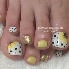 this is fresh Pretty Toe Nails, Cute Toe Nails, Pretty Nail Art, Diy Nails, Swag Nails, Yellow Toe Nails, Toe Nail Color, Toe Nail Art, Toenail Art Designs
