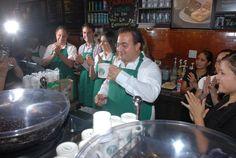 El gobernador Javier Duarte de Ochoa asiste a Inauguración de la Primera Tienda de Starbucks Coffee Veracruz. Durante el evento, el mandatario estuvo acompañado por el Lic. Federico Tejeda Bárcena, Director General de Starbucks Coffee México; Lic. Erik Porres Blesa, Secretario de Desarrollo Económico y Portuario; Lic. Salvador Manzur Díaz, Presidente Municipal de Boca del Río