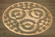 Agroglifo (crop circle) encontrado na Alemanha atrai milhares de pessoas » OVNI Hoje!
