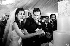 Toni Gonzaga and Paul Soriano Cutting The Cake | http://brideandbreakfast.ph/2015/06/16/toni-gonzaga-paul-soriano-wedding-photos-reception/ | Photo: Metrophoto