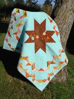 A Star is Born Baby Quilt with FREE pattern - a third border might be added to make this into a lap-sized quilt. Quilting Tips, Free Motion Quilting, Quilting Projects, Quilting Designs, Star Quilt Patterns, Star Quilts, Quilt Blocks, Southwestern Quilts, Two Color Quilts