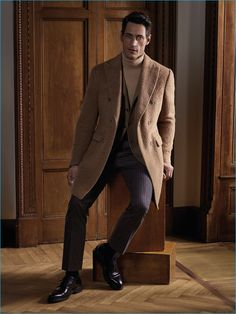 Corneliani presents its fall-winter 2016 collection with a new campaign and catalogue featuring model Axel Hermann. The elegant outing brings together a collaboration between the brand's creative director, Sergio Corneliani, art director Pablo Arroyo and photographer John Sandberg. Corneliani's sartorial lineup revels in autumnal tones and classic textiles. Creating a sophisticated wardrobe that is dual...[ReadMore]
