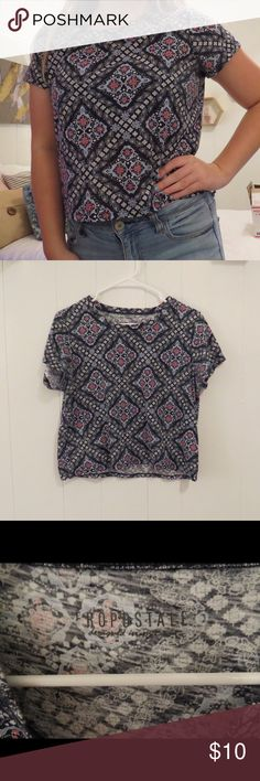 Patterned crop top! Nice patterned crop top from Aeropostale, only worn once, size medium, fits super comfortable and loose! 💗feel free to ask any questions! 💗open to offers! Aeropostale Tops Crop Tops