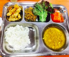 But obviously different countries around the world offer different types of school lunches. For instance, maybe you've waited in a cafeteria line to eat Korean sweet and sour pork. Asian Recipes, Healthy Recipes, Ethnic Recipes, Japanese School Lunch, Quick And Easy Soup, Food Trays, Lunch Menu, Cafe Food, Aesthetic Food